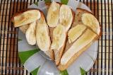 Шаг 9. Выложить нарезаный банан.