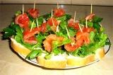 Готовое блюдо: бутерброды на шпажках