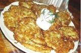 Готовое блюдо: картофельные оладьи с кабачком