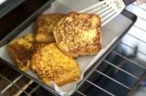 Шаг 5. Готовые тосты выложить на салфетку.
