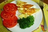 Готовое блюдо: яичница с сыром Дор Блю