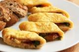 Готовое блюдо: омлет с рукколой