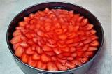 Шаг 12. Залить соусом. Подавать охлажденным.
