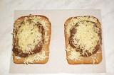 Шаг 7. Посыпать сыром и отправить с СВЧ.