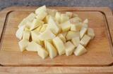 Шаг 1. Картофель нарезать.