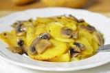 Готовое блюдо: картофель с грибами