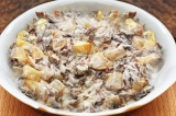 Готовое блюдо: картофель с опятами в сметане