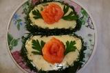 Готовое блюдо: бутерброды из форели и сыра
