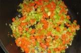 Шаг 3. Обжарить овощи на сливочном и оливковом масле.
