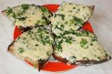 Готовое блюдо: гренки с сыром и зеленью