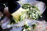Шаг 7. Сверху полить соусом. Поставить рыбу в духовку.
