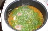 Шаг 9. В конце варки добавить лавровый лист. Можно посыпать суп зеленью.