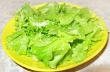 Шаг 3. Порвать салат.