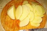 Шаг 4. Картофель порезать кружками.
