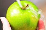 Шаг 1. Яблоки помыть.