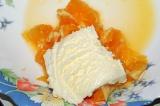 Шаг 5. Мороженое и мякоть апельсина перемешать.
