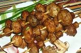 Готовое блюдо: шашлык грибной на шпажках