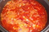 Шаг 15. Залить все кипяченой водой и готовить в режиме «Тушение».