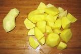 Шаг 7. Картофель крупно порезать.