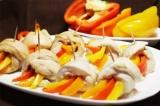 Готовое блюдо: куриные рулеты с перцем