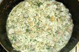 Шаг 10. В сковороду добавить филе, сметану и воду. Тушить до готовности.