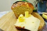 Готовое блюдо: хлеб с пармезаном