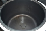 Шаг 3. Чашу мультиварки смазать растительным маслом.