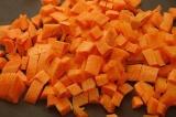 Шаг 3. Морковь порезать кубиками.
