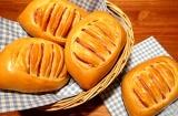 Готовое блюдо: булочки с ветчиной и сыром