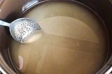 Шаг 2. В воде растворить сахарный песок и довести до кипения.