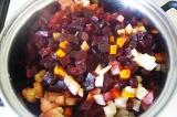 Шаг 7. Через час вытащить готовые овощи из аэрогриля. Разрезать пленку и высыпат