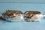 Шаг 4. Каждую шпажку завернуть в фольгу и готовить на гриле.