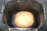 Шаг 1. В хлебопечке замесить тесто.