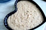 Шаг 5. Выложить тесто в противень и отправить в духовку.