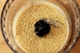 Шаг 1. Печенье измельчить в блендере в крошку.