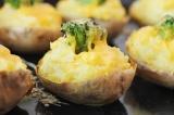 Готовое блюдо: фаршированный запеченный картофель