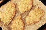 Шаг 4. Кусочки филе смазать маслом и обвалять в сырной смеси. Отправить в духовк