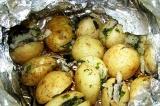 Готовое блюдо: печеный картофель с салом