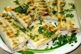 Готовое блюдо: лаваш с сыром на углях