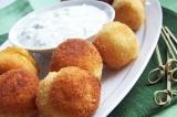 Готовое блюдо: картофельные крокеты под соусом