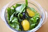 Шаг 7. Щавель, яйца, растительное масло взбить в блендере.
