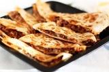 Готовое блюдо: тортилья с мясом