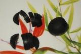 Шаг 6. Из маслин сделать головку и лапки.
