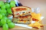 Острый бутерброд с сыром и перцем