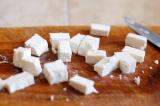 Шаг 5. Сыр нарезать кубиками.