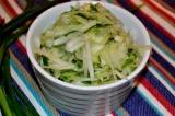 Готовое блюдо: салат дайкон с огурцами