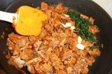 Шаг 11. Чеснок, зелень, грецкий орех, приправу, перец, соль добавить к мясу.