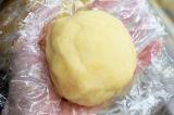 Шаг 4. Скатать тесто в шар и убрать в холодильник на 30 минут.
