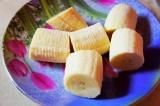 Шаг 1. Бананы почистить и порезать крупно.