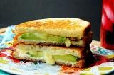 Готовое блюдо: бутерброд с авокадо